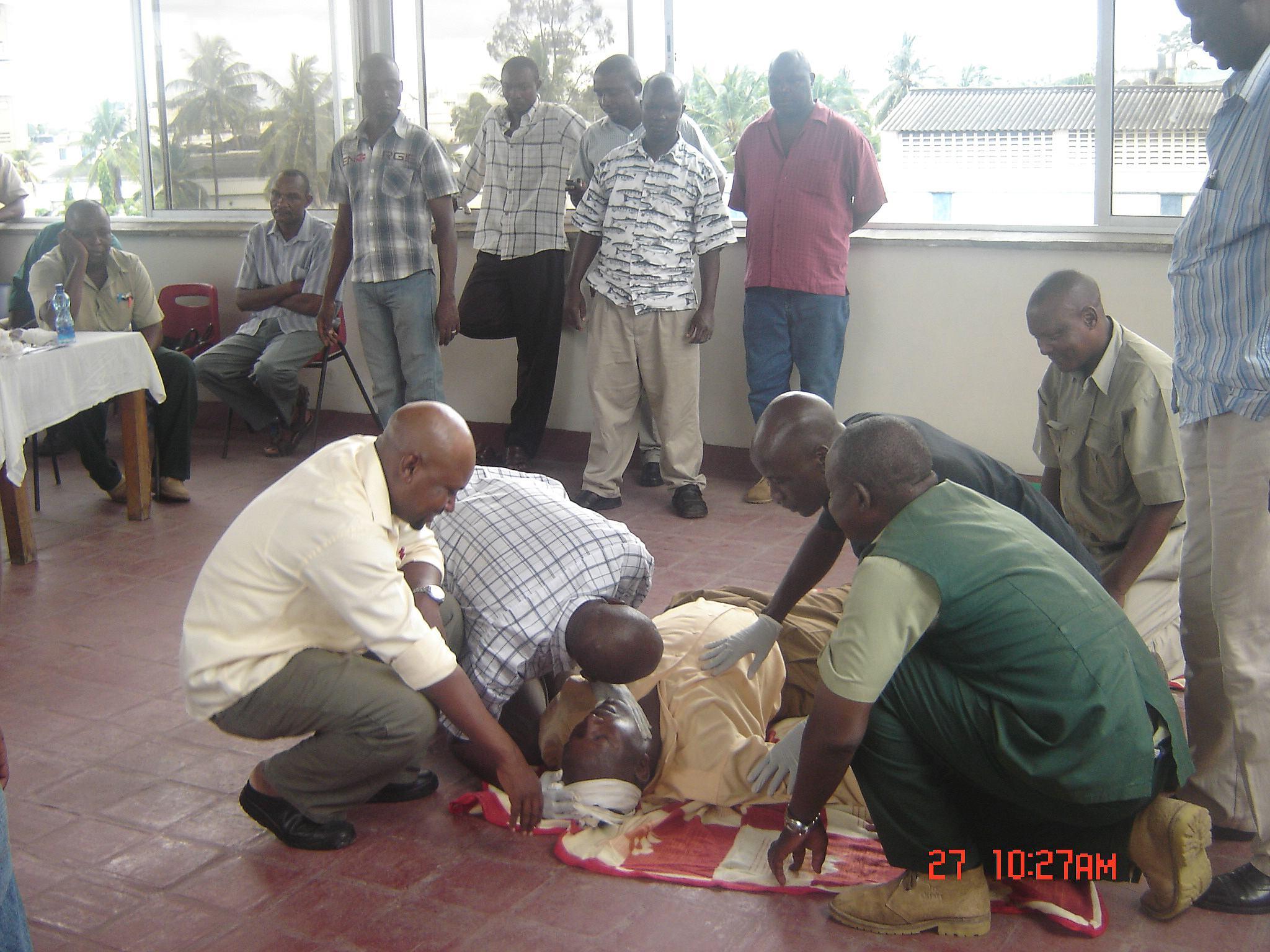 comp_kato-first-aid-2010-102