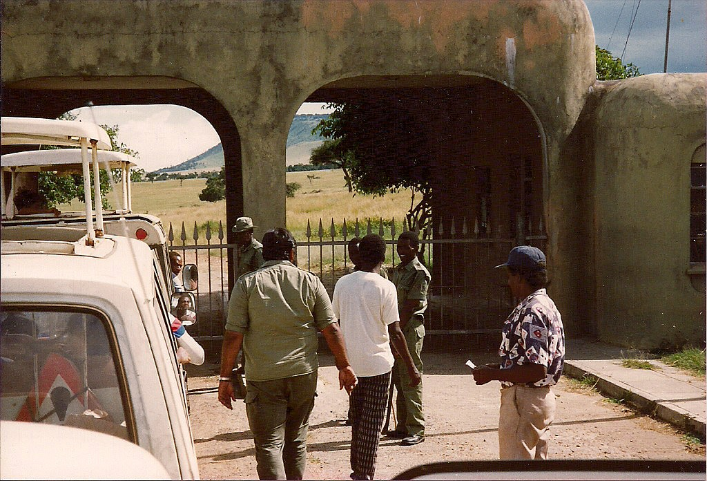 comp_masai-mara-fig-tree-camp-may-1989-www-lofty-tours-com0015