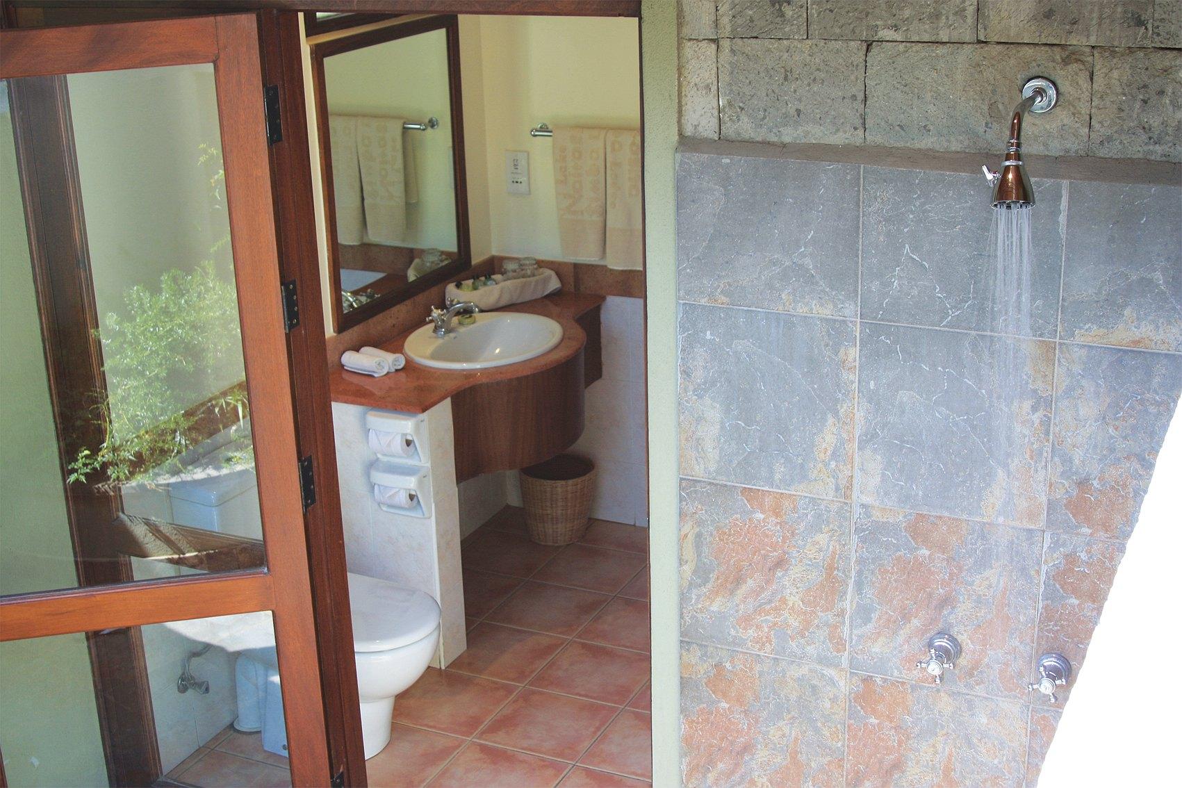 comp_room_bath1
