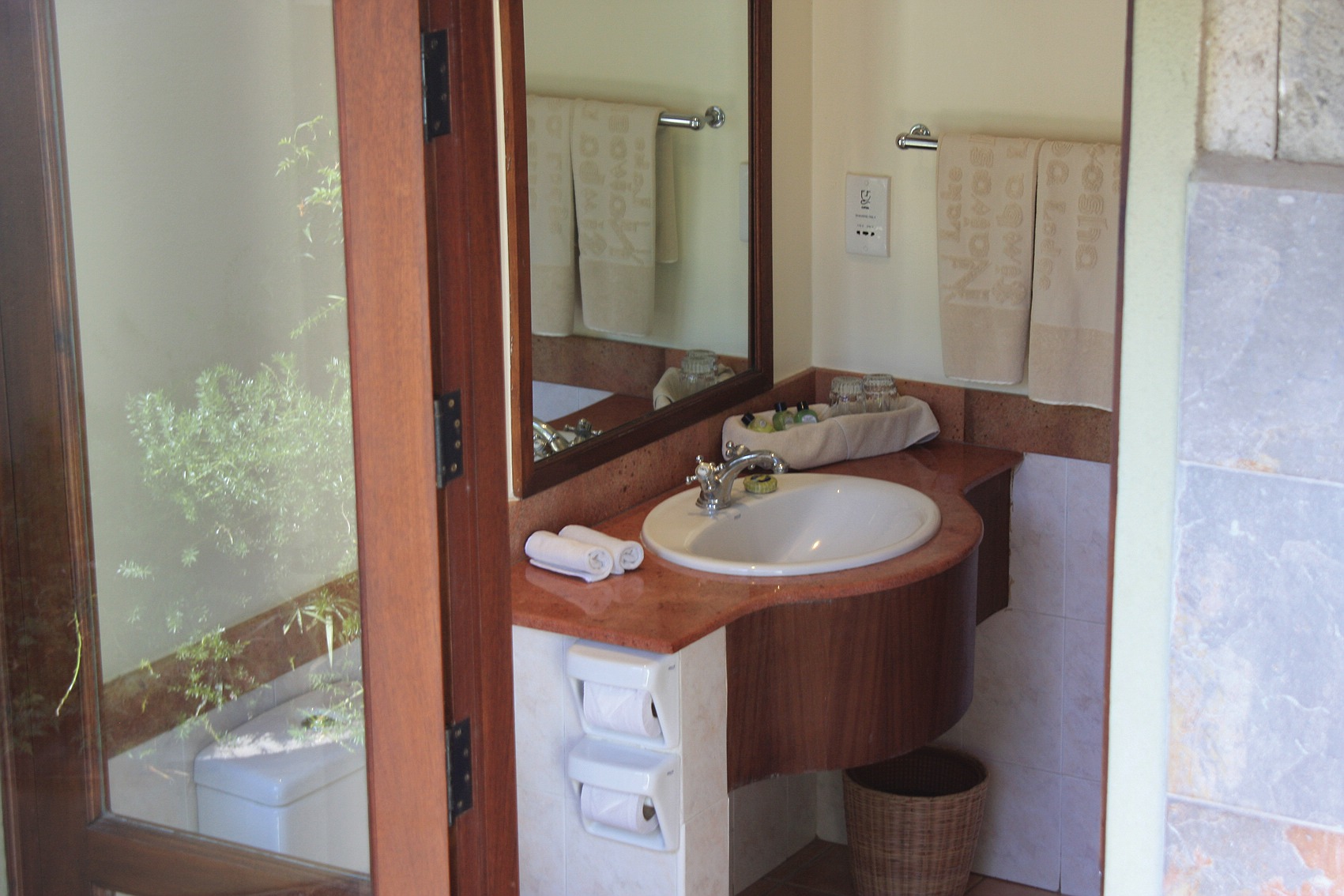 comp_room_bath2
